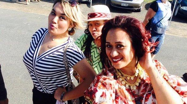 Selfie: Miss Kihi me ngā wāhine ataahua